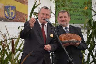 Galeria Prądy_dożynkowe dzielenie chlebem